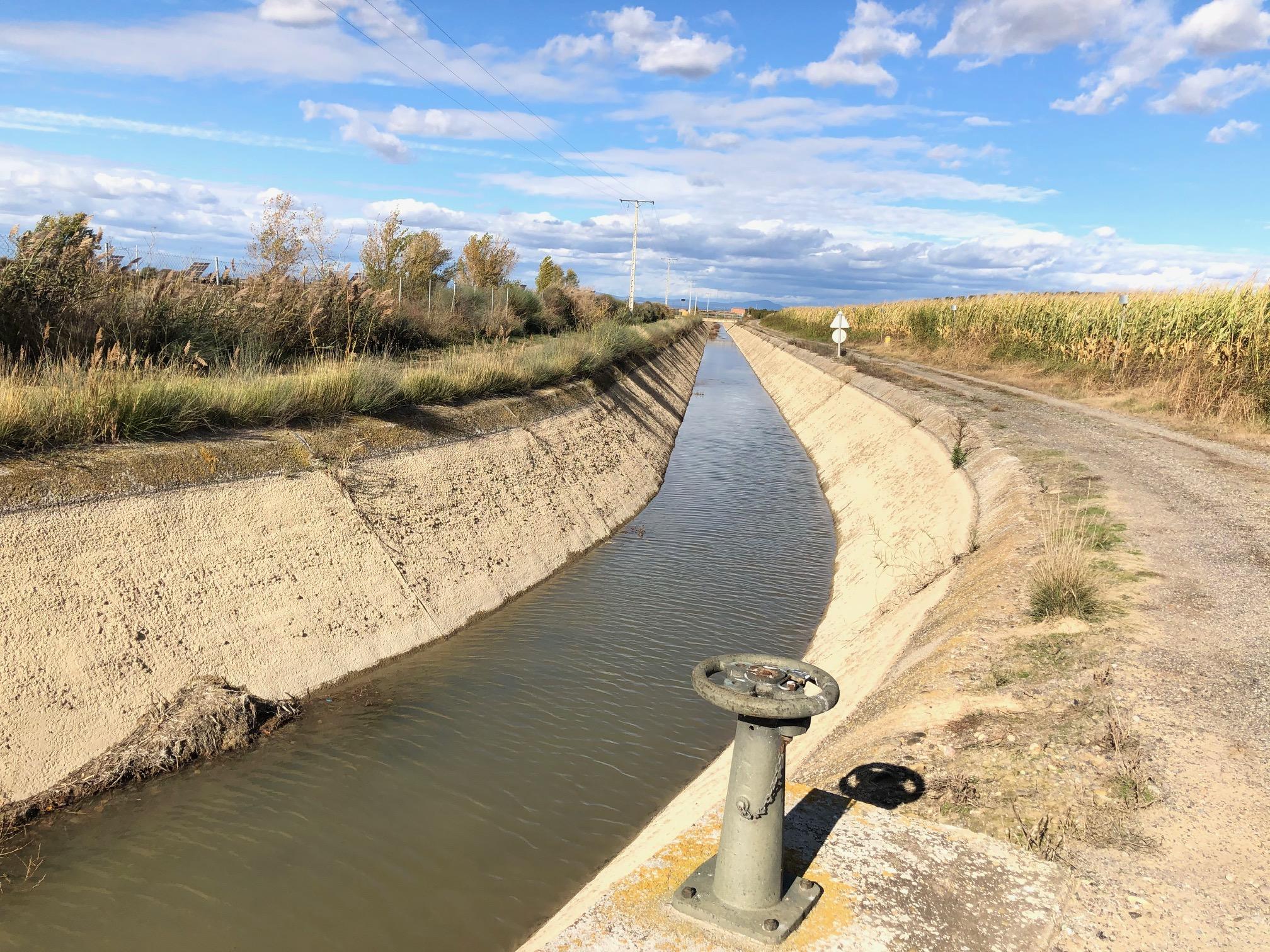 El Canal d'Aragó i Catalunya al seu pas pel terme municipal d'Alcarràs