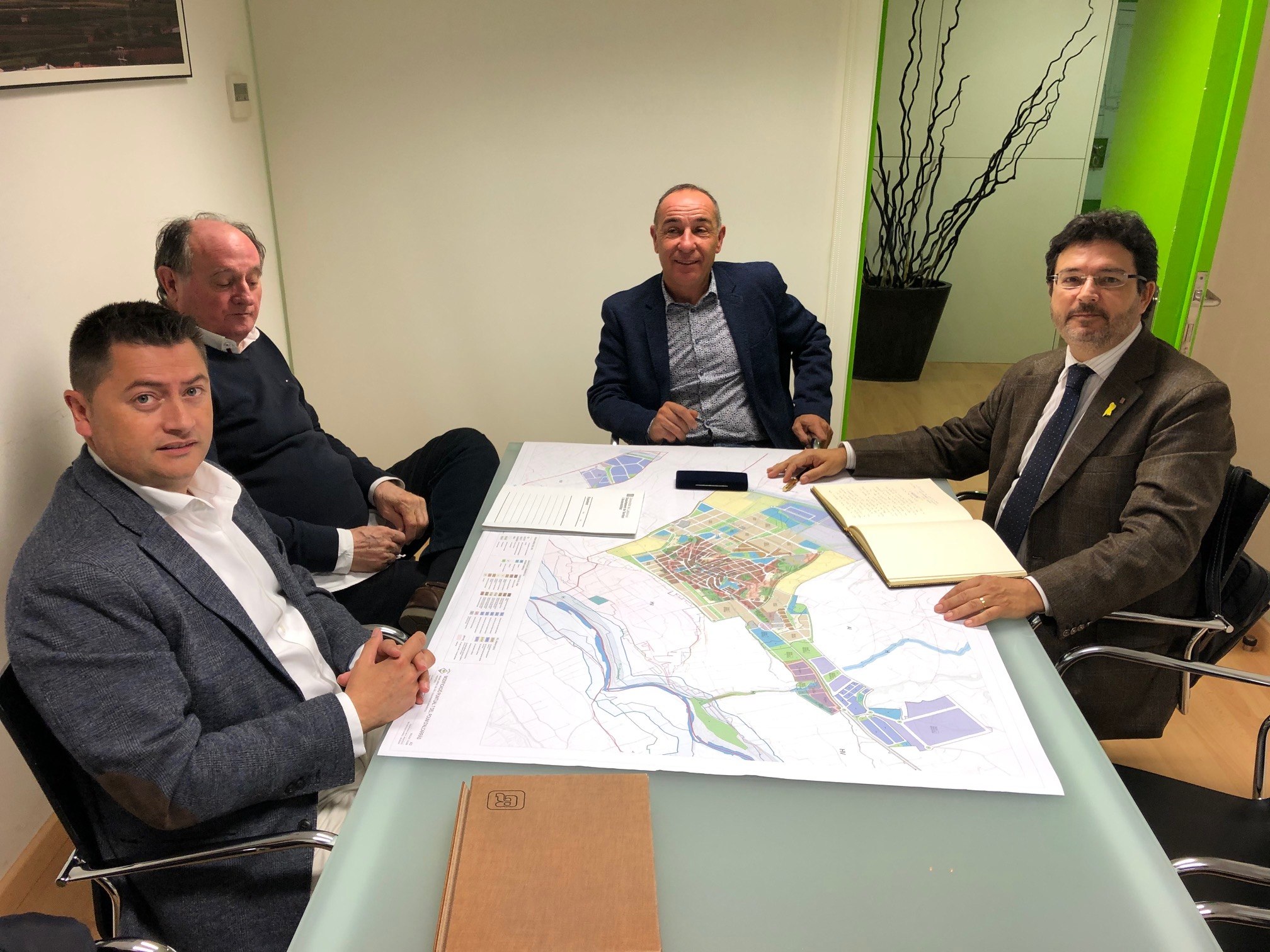 La reunió dels representants del Departament de Territori i Sostenibilitat amb l'Ajuntament d'Alcarràs