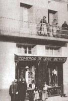 Un comerç a la Plaça de l'Església. 1910.
