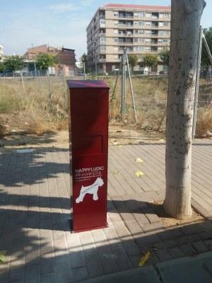Alcarràs instal·la papereres en diversos punts de la ciutat per recollir excrements de gossos