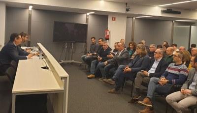 Els municipis de la fruita dolça i les organitzacions agràries exigeixen mesures per garantir preus justos