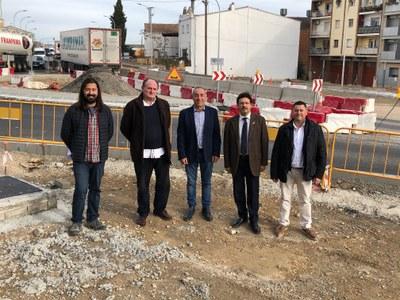 Isidre Gavín visita les obres de la nova rotonda d'entrada a Alcarràs des de l'antiga N-II