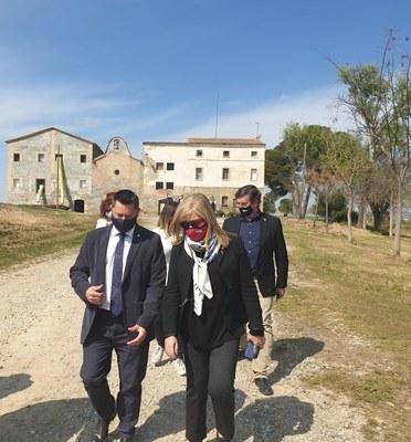 La consellera de Cultura, Àngels Ponsa, visita Alcarràs per conèixer els avenços en els projectes locals de recuperació de patrimoni