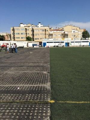 L'Ajuntament d'Alcarràs inicia el canvi de la gespa del camp de futbol