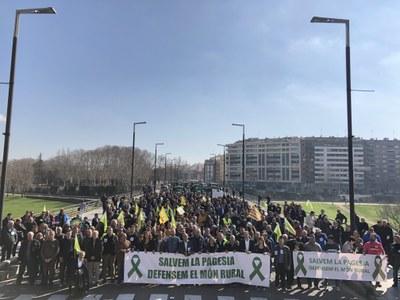 Tres mil pagesos i representants d'un centenar d'ajuntaments converteixen Lleida en un clam pel sector agrícola i ramader
