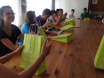 Una quinzena de joves a la setena edició del Camp de Treball d'Alcarràs