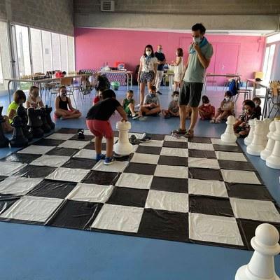 Uns 250 infants de Primària i ESO d'Alcarràs i Torres de Segre participen als tallers de robòtica i escacs, música i inici al món casteller d'aquest mes de juliol